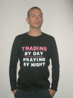 """Koszulka z długim rękawem: """"Trading by day, praying by night"""""""